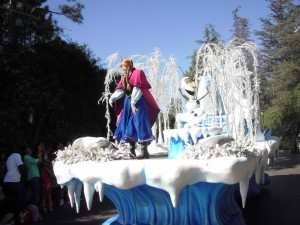 Anna and Olaf on the Frozen Parade float