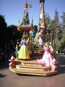 Princesses during theparade: Snow White, Aurora and Rapunzel