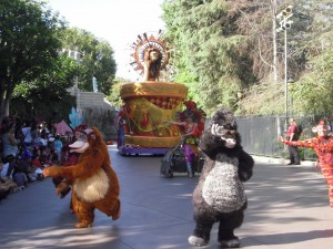 Animals during the parade: King Louis from the Jungle Book, Terk from Disney's Tarzan, and Simba from the Lion King